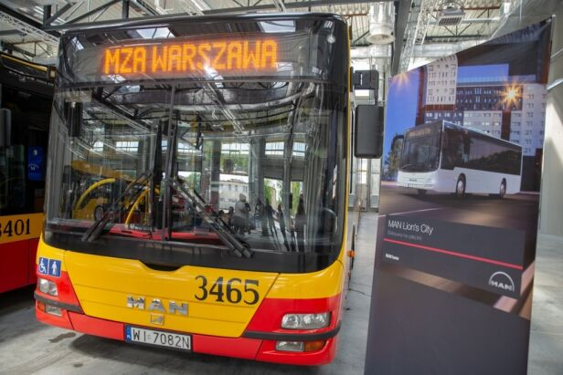 Miasto zakupiło 80 nowych autobusów UM Warszawa
