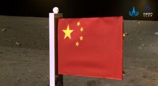 Chińska flaga na Księżycu