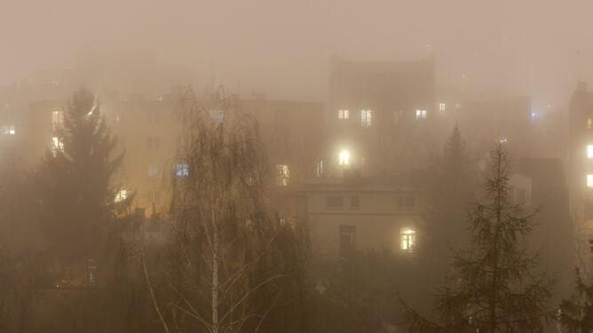 Wdychamy smog. Wiele czarnych punktów na mapie Polski