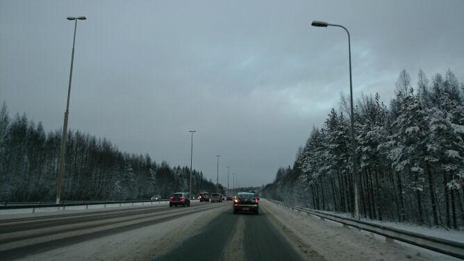 Prawie wszędzie trudne warunki na drogach